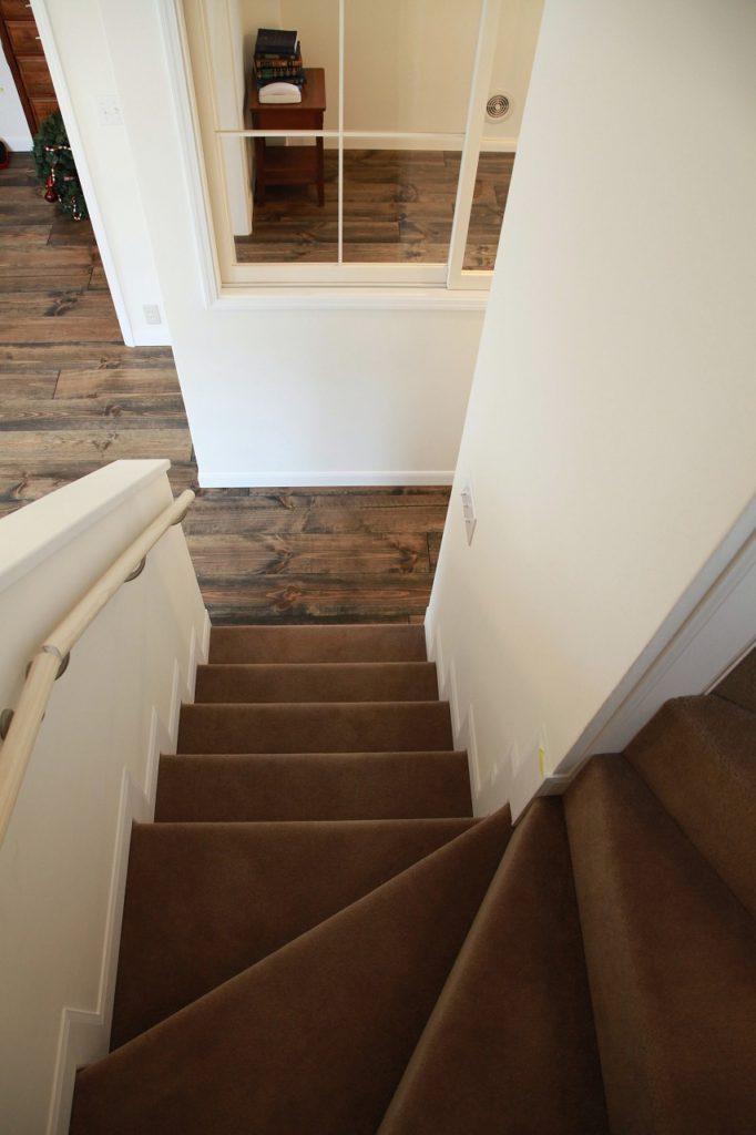 階段(絨毯仕上げ)